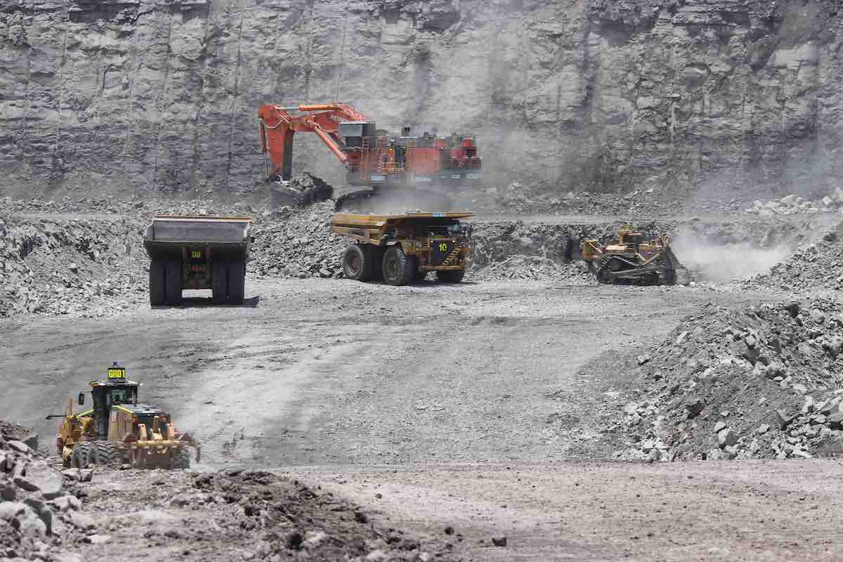 global-road-technology-dust-control-in-surface-coal-mines-grt